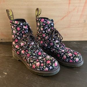 Dr. Martens Page Floral Combat Boot 90s Chic